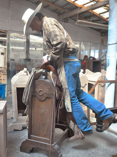 Demo Saddle Stands